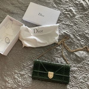 Dior wallet on a chain (WOC)